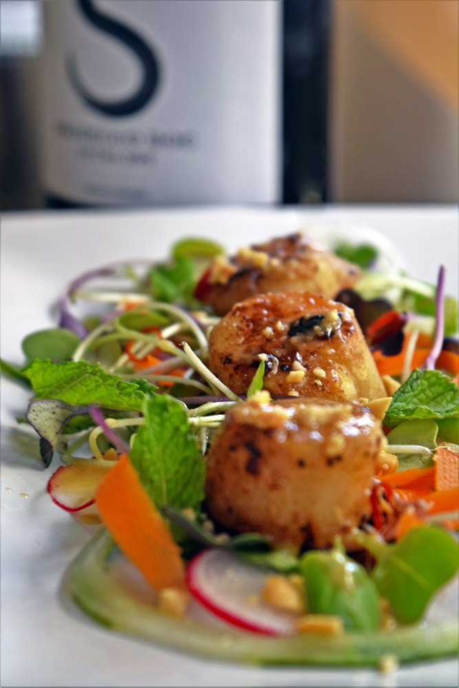 Spicy Scallop Salad with Crushed Peanuts & Ginger Dressing